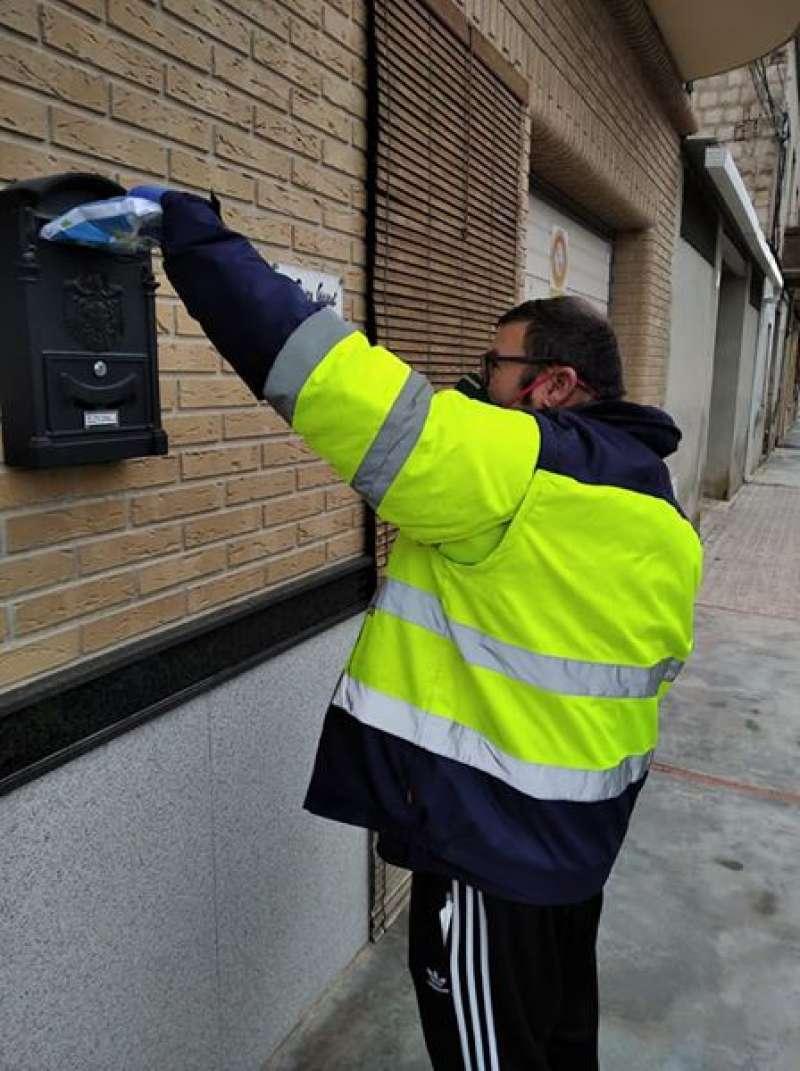Benissanó repartió kits sanitarios entre todos los vecinos. / EPDA