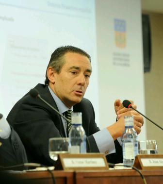 El director general de Caixabank, Juan Antonio Alcaraz, durante la jornada. FOTO: EPDA.