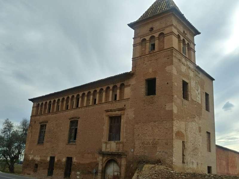 Edificio de La Casa de la Sirena ubicado en el término municipal de Alfara del Patriarca aunque integrado en el casco de Benifaraig. / SM