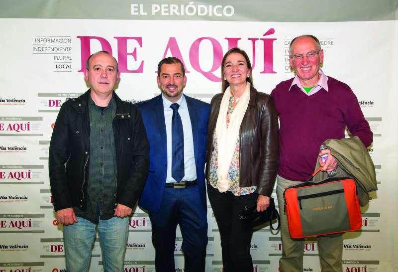 Carles Subiela junto a la alcaldesa de Benissanó y Pere Valenciano. //EPDA