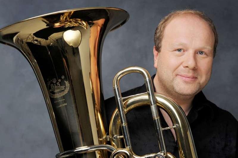 El solista internacional y y tuba solista en la Orquesta NDR de Hamburgo, Markus Hötzel. EPDA