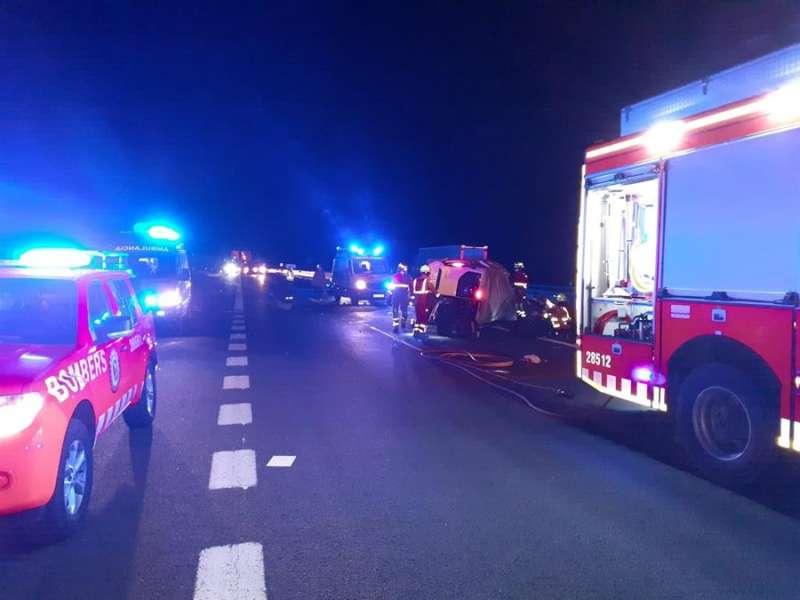 Intervención en el accidente, en una imagen difundida por el Consorcio de Bomberos.