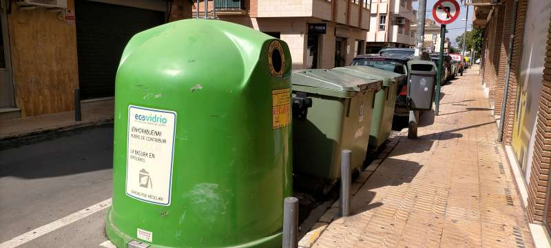 Grupo de contenedores. / EPDA