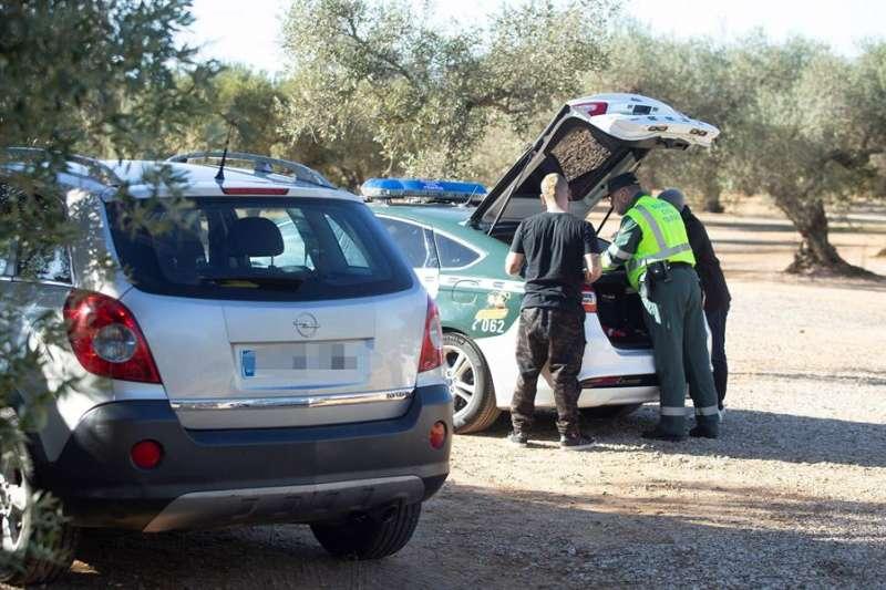 Imagen de archivo de un control de la Guardia Civil en una fiesta ilegal en Castellón este año. EFE/ Domenech Castelló