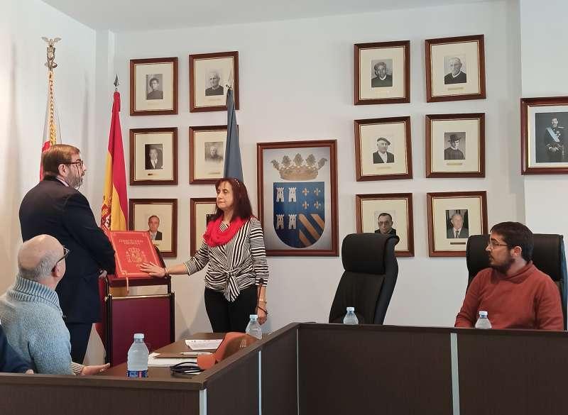 Amparo Bolós en su toma de posesión como alcaldesa de Torres Torres. EPDA/Archivo
