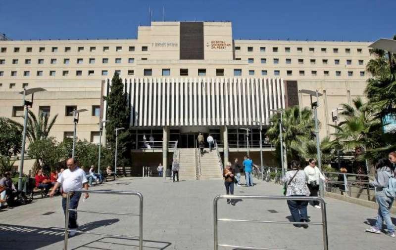 Entrada del Hospital Doctor Peset de València. EFE