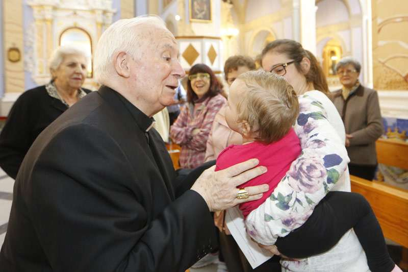 El cardenal en su visita al municipio de Torres Torres y Albalat dels Tarongers. EPDA