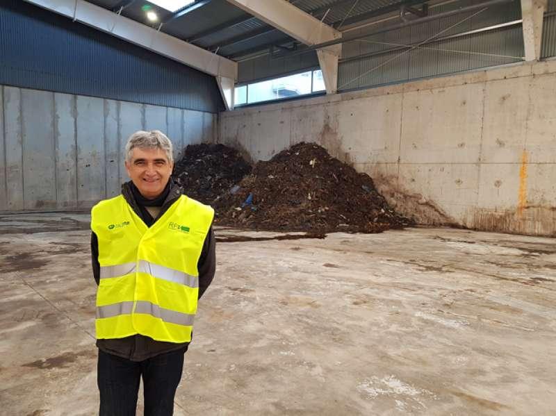 El concejal de Medio Ambiente de Sagunt en la planta de tratamiento. EPDA
