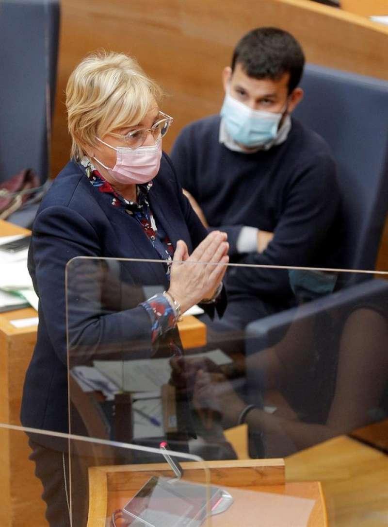 La consellera de Sanidad, Ana Barceló, interviene en la sesión de control de Les Corts. EFE