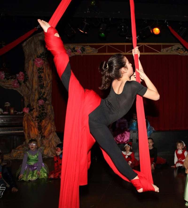 Baile en la escuela de danza de Godella. EPDA