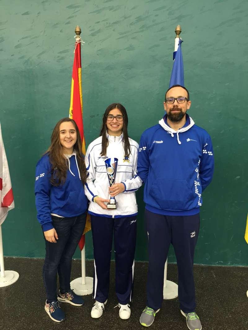 Ester Benítez consiguió el segundo puesto en el torneo de esgrima cadete. EPDA
