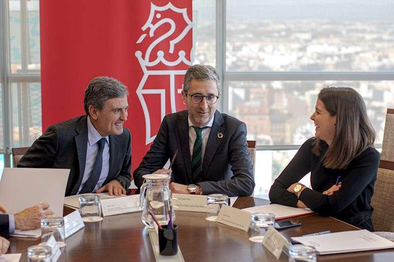 El conseller de Obras Públicas y Movilidad, Arcadi España, y el secretario de Estado de Transportes, Pedro Saura. EFE