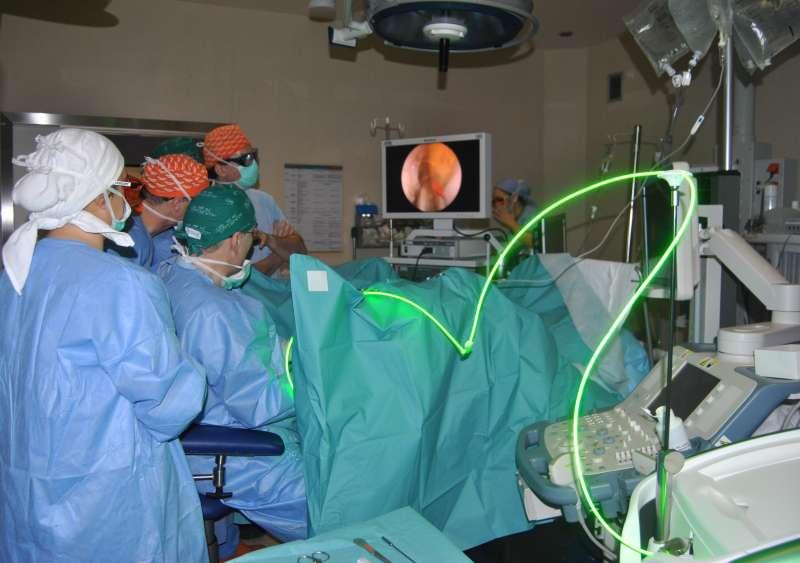 Intervención con láser verde en el Hospital de Manises.