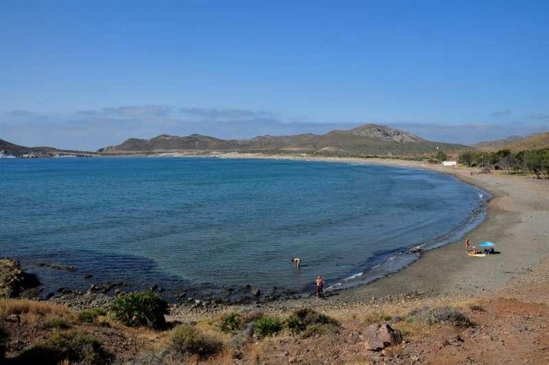 Playa de los Genoveses en el parque natural Cabo de Gata-Níjar (Almería). EFE / Carlos Barba/Archivo