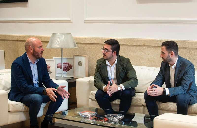 Reunión de Gaspar con Hector Troyano y Stephane Soriano. / EPDA