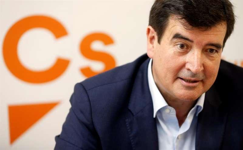El portavoz de Ciudadanos (Cs) en la Comunitat Valenciana y en el Ayuntamiento de València, Fernando Giner, durante la entrevista con la Agencia EFE, en la que asegura que la ciudad vive en un