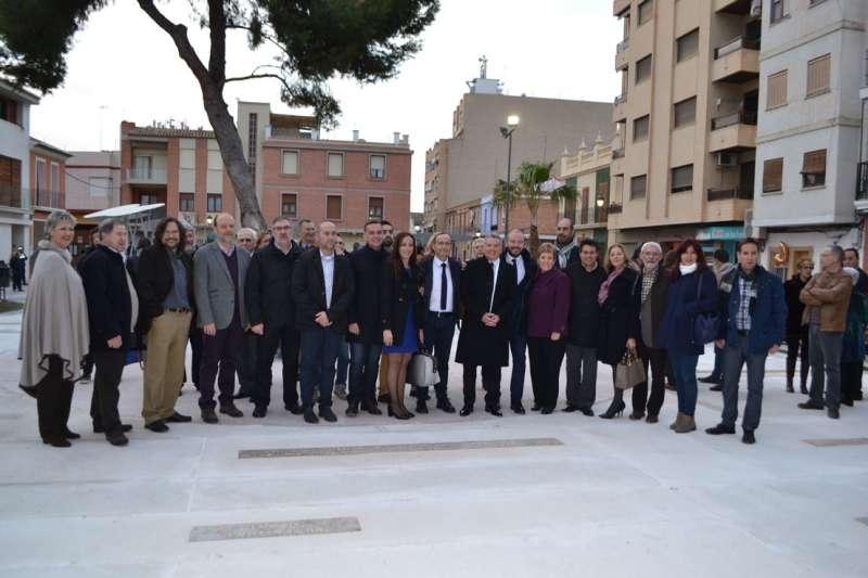 Numerosos alcaldes. FOTO P. V.