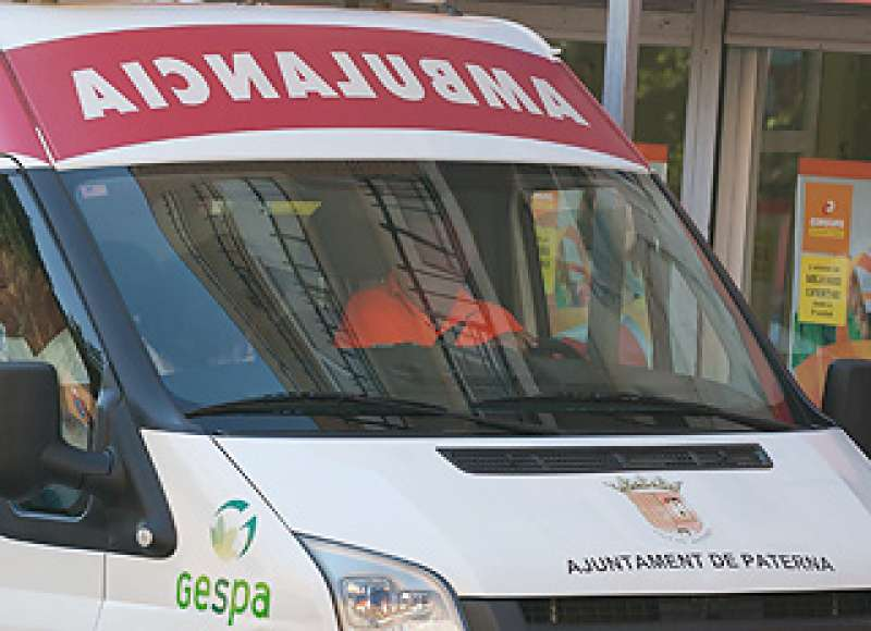 Imagen de archivo de una ambulancia en Paterna. EPDA