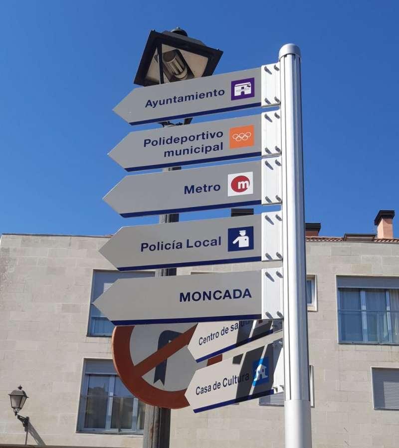 Cartells indicadors en Rocafort. EPDA