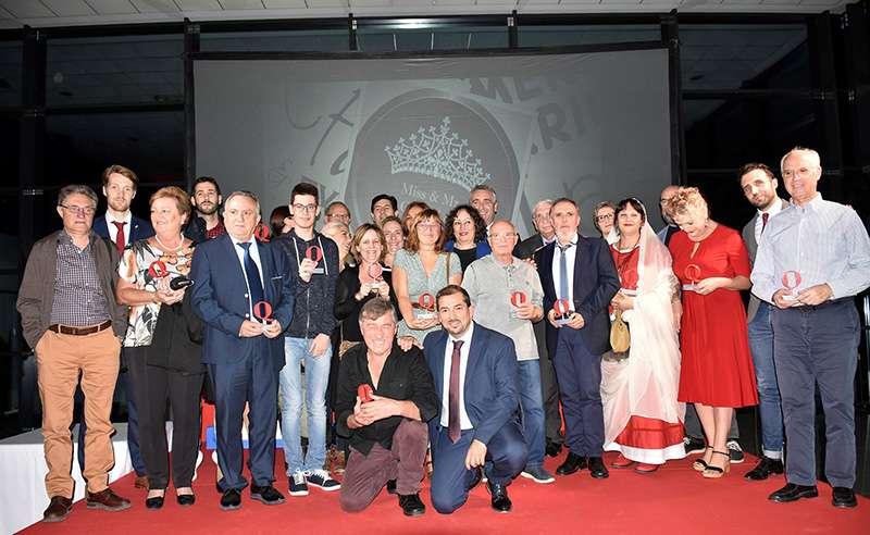 Foto de familia de los galardonados en los VIII Premios Camp de Morvedre de El Periódico de Aquí. BERNARDO CARRIÓN