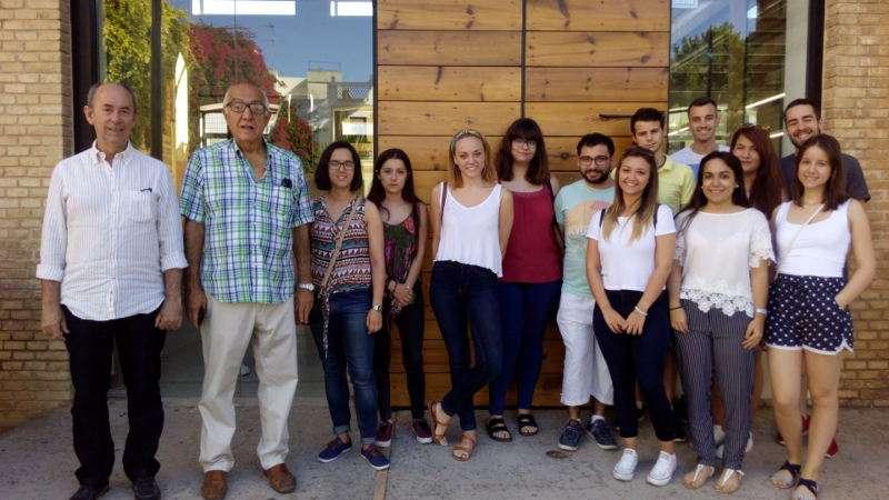 Alcalde de Massanassa amb nous becaris. EPDA