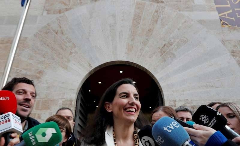La portavoz de Vox en la Asamblea de Madrid, Rocío Monasterio, a las puertas de Les Corts Valencianes. EFE