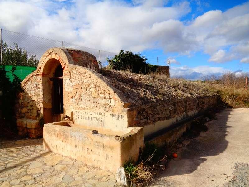 Aljibe nuevo de Casinos ubicado en la carretera de Villar del Arzobispo. / EPDA