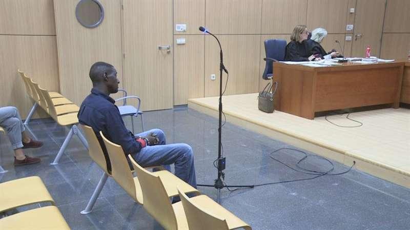El acusado, al comienzo del juicio, hoy, en la Ciudad de la Justicia de València. EFE TV