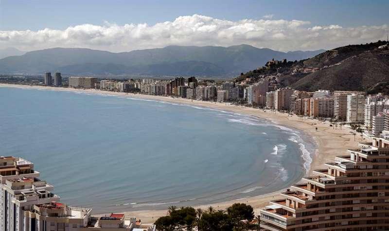 Vista de la playa de Cullera. EFE/Manuel Bruque/Archivo