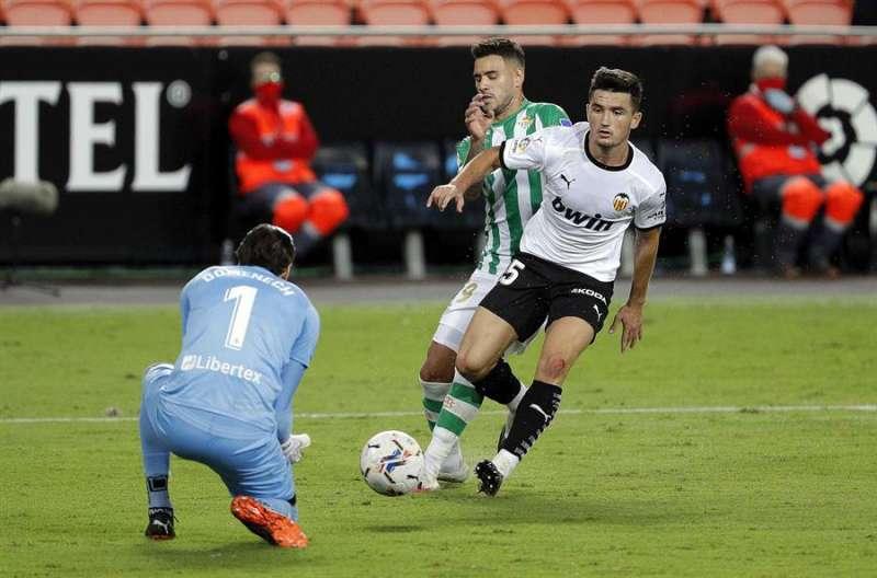 El Valencia CF deberá cambiar de patrocinador principal tras el cambio de normativa en la publicidad de las apuestas. EFE/Archivo
