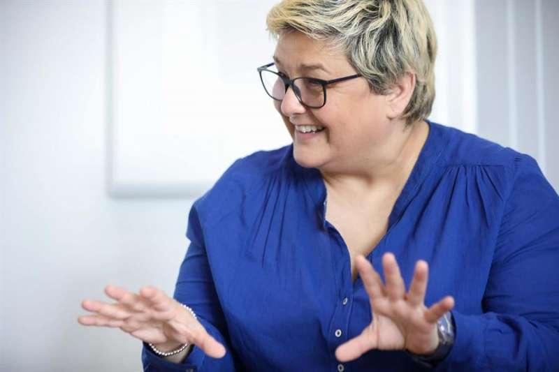 La concejala de València Luisa Notario, reconocida activista LGTBi y primera edil lesbiana visible en esta ciudad, en su entrevista con EFE. EFE/Ana Escobar