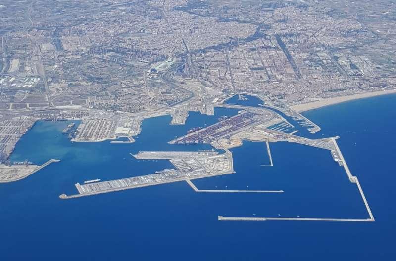 Vista aéreea de la ciudad y el puerto de València. EPDA