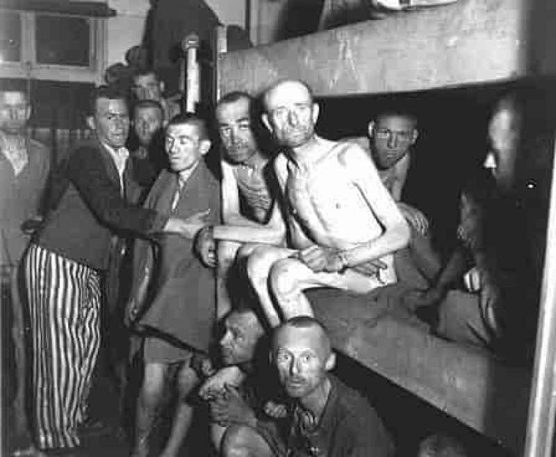 Imagen de prisioneros supervivientes en Mauthausen - cc