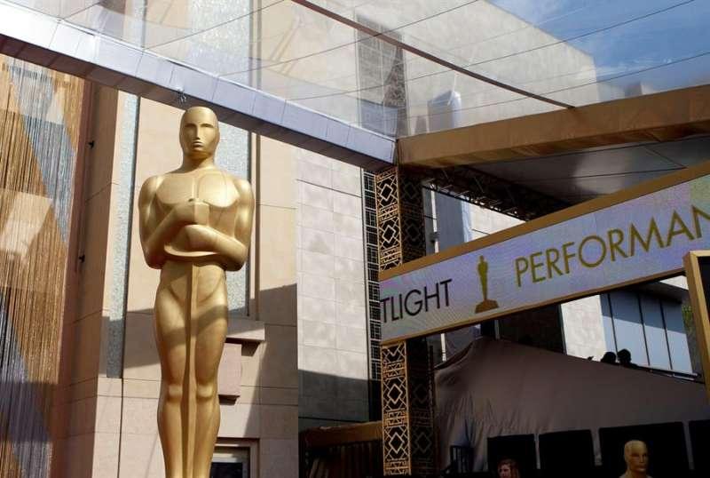The Hollywood Reporter explicó que la Junta de Gobernadores de la Academia, el órgano que rige la visión y el funcionamiento de esta institución, se reunirá el lunes de manera virtual para tomar una decisión sobre la 93 edición de los Óscar. EFE/ARMANDO ARORIZO/Archivo