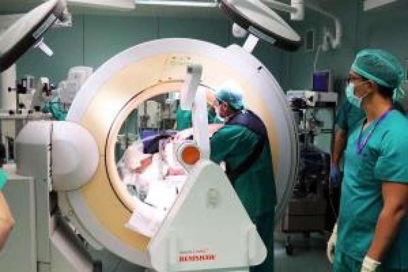 Imagen del brazo quirúrgico robotizado de La Fe, facilitada por la Generalitat. EFE