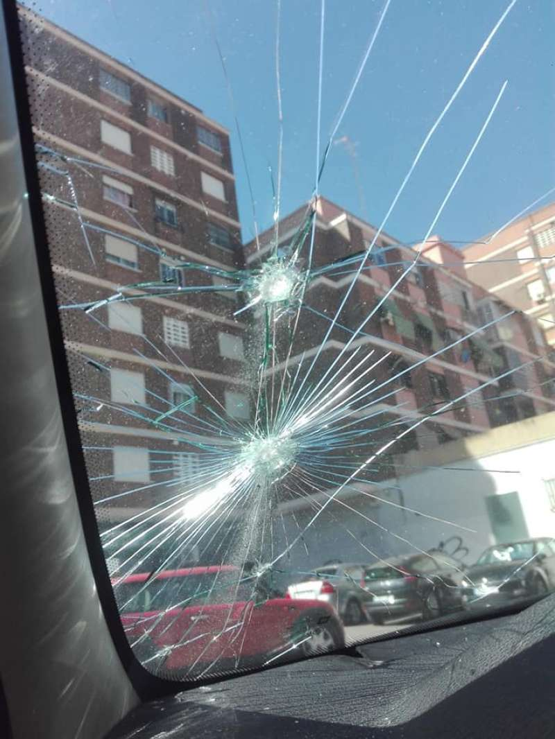 Uno de los coches destrozado. EPDA