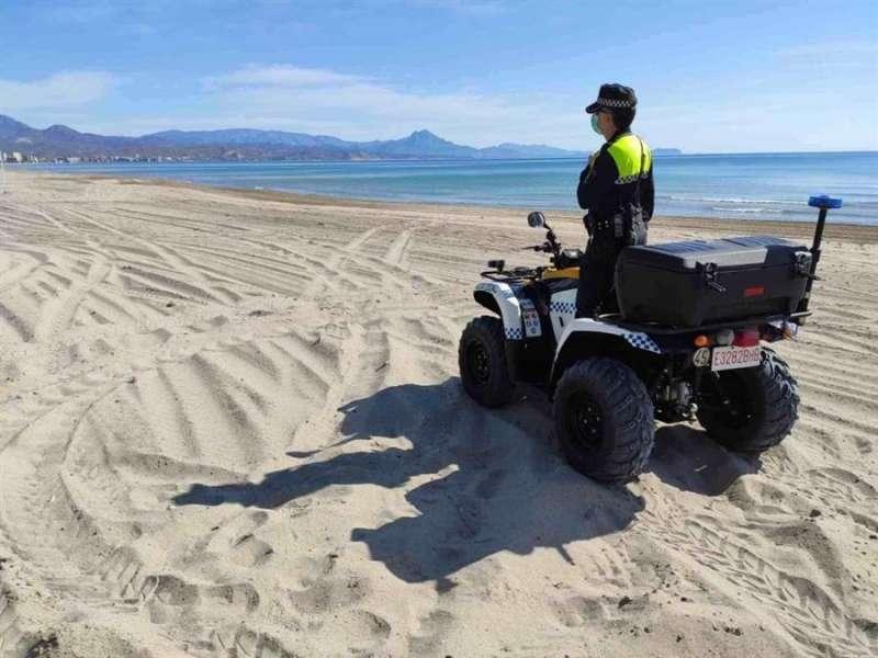 Las playas se preparan para la temporada de verano.EFE