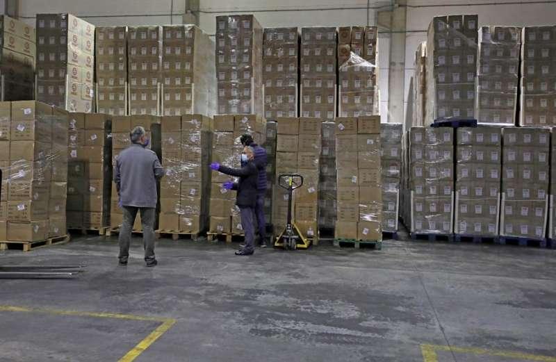 Materia sanitario procedente de China para la Comunitat Valenciana, de en un avión anterior. EFE/Juan Carlos Cárdenas/Pool