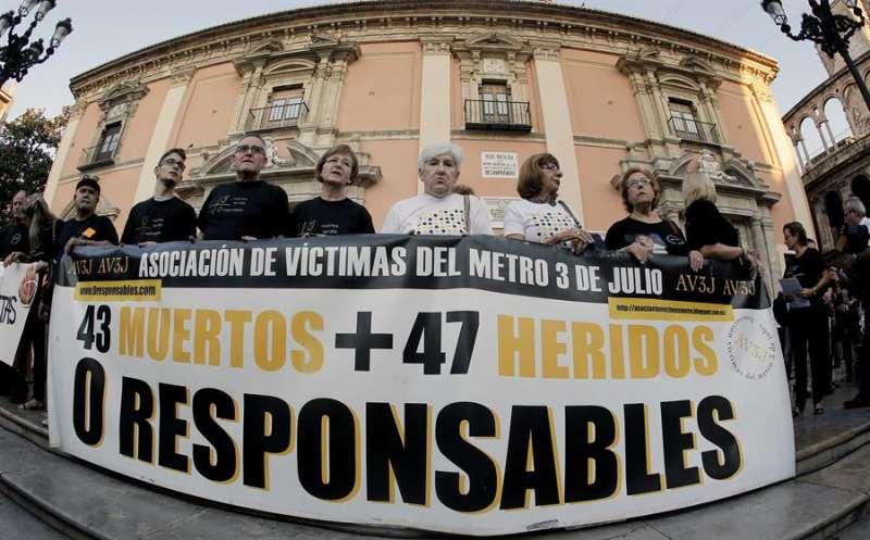 La Asociación de Víctimas del Metro 3 de Julio en una de sus concentraciones. EFE/Juan Carlos Cárdenas/Archivo
