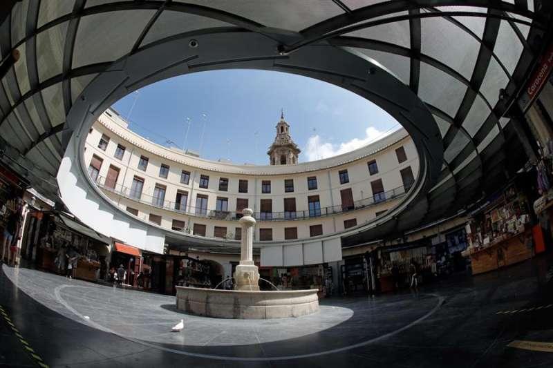 La plaza Redonda de Valencia, normalmente abarrotada de turistas en esta época del año, completamente vacía debido a las consecuencias de la Pandemia provocada por el COVID 19.EFE/ Juan Carlos Cárdenas