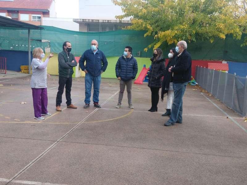 Reunión del concejal con los técnicos, el constructor y el arquitecto. / EPDA