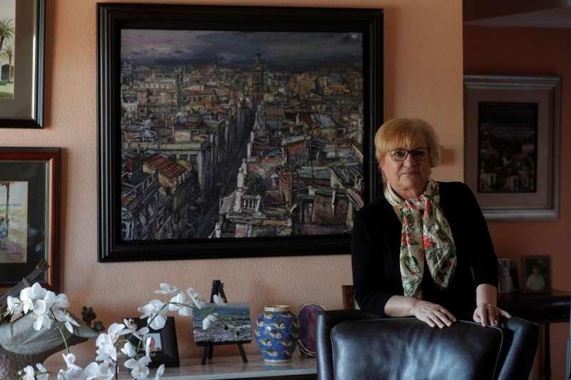 La psicóloga e historiadora valenciana Vicenta Plaza posa en su casa durante la entrevista con EFE. EFE/Kai Försterling