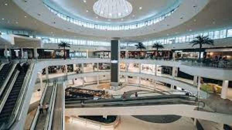 Interior del Centro Comercial El Saler.