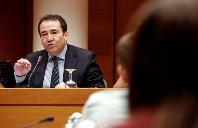 El director general del Instituto Valenciano de Finanzas, Manuel Illueca, en una comparecencia en Les Corts hace un año. EFE