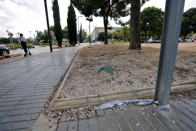 Zona del suceso que estaba delimitada por una cingta policial. / EFE/Manuel Bruque