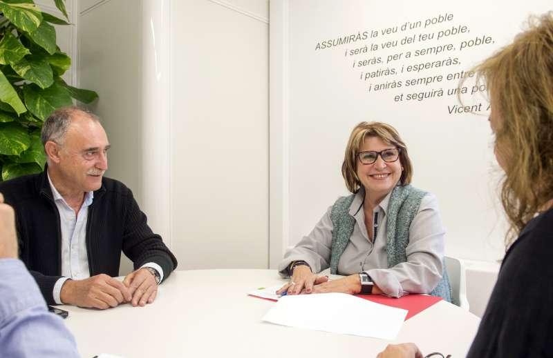 El alcalde de Petrés con la diputada de Asistencia y Asesoramiento Municipal. EPDA
