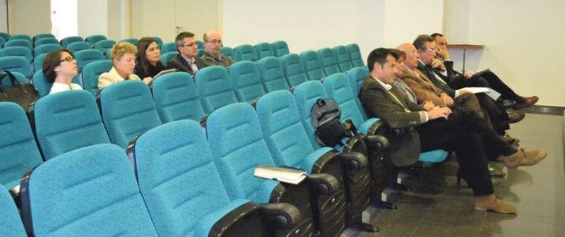 Representantes de El Plantío y de Mas Camarena en el salón de plenos cuando se abrieron las plicas en 2013. EPDA