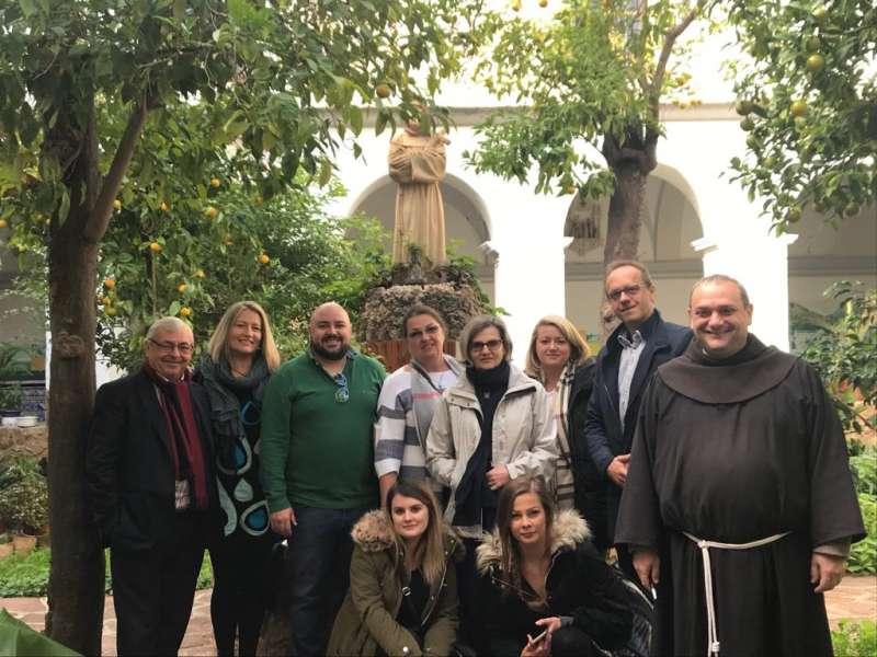 El alcalde de Gilet con touroperadores de Polonia de visita a Santo Espíritu.