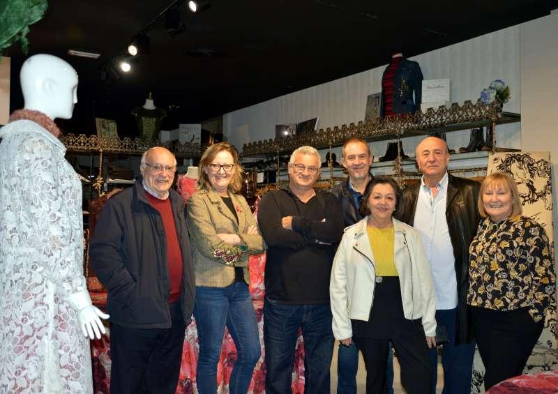 Organizadores del evento en la tienda de Montesinos. EPDA