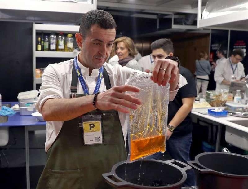 Imagen de archivo del chef valenciano Ricard Camarena. EFE/J.J. Guillén
